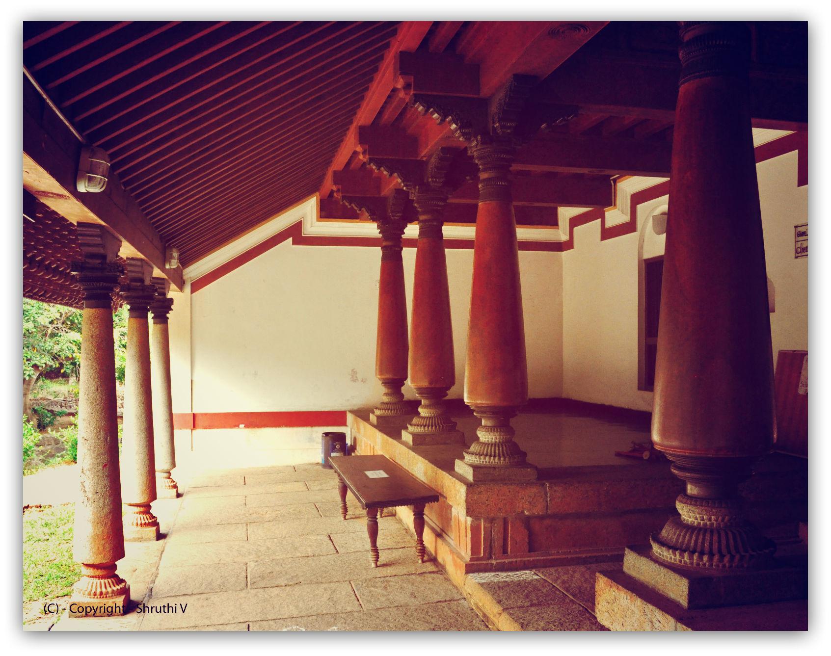 Traditional south indian homes thumbprinted - Kerala style pillar design ...
