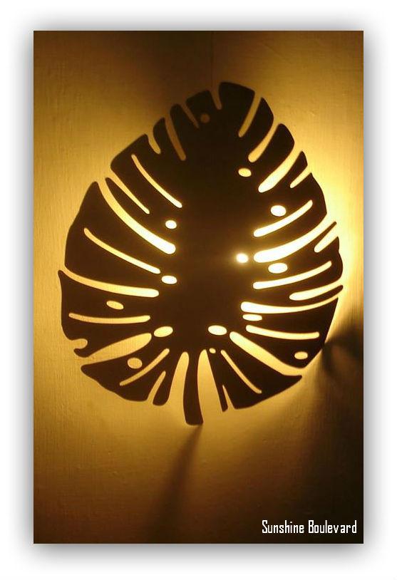 Wall lamp in metal leaf
